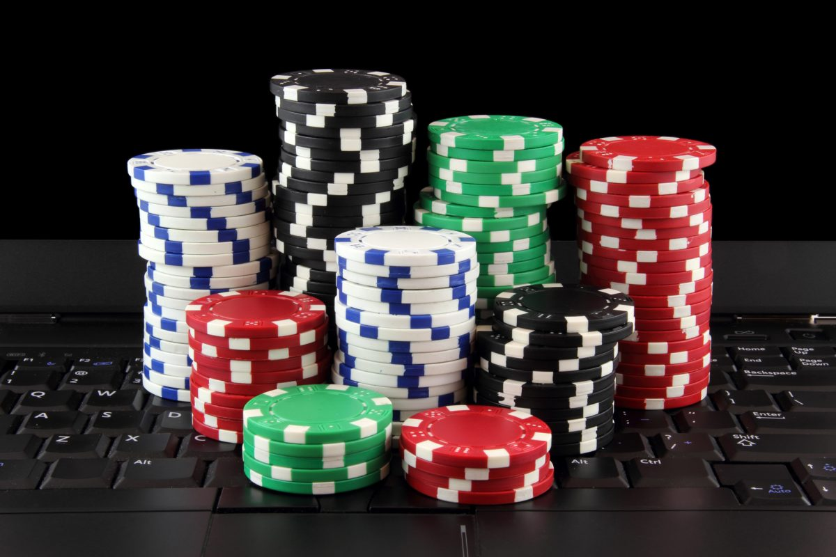 What changes are happening in the online casino world? Describe it.